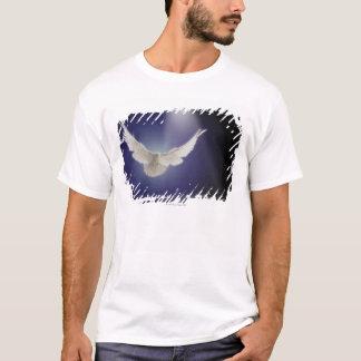 一条の光線を通した鳩の飛行 Tシャツ