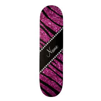 一流のピンクのグリッターのシマウマを縞で飾ります個人化して下さい スケボー