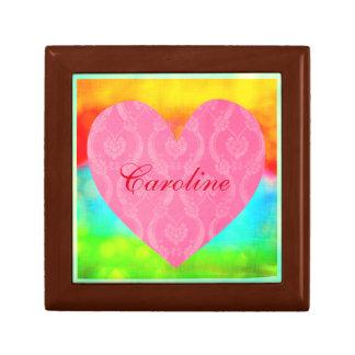 一流の虹とのロマンチックなピンクのダマスク織のハート ギフトボックス