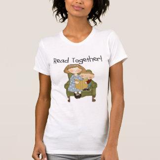 一緒の読書のお母さんおよび男の子のTシャツおよびギフト Tシャツ