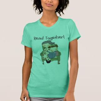 一緒の読書-祖母および女の子のTシャツおよびギフト Tシャツ