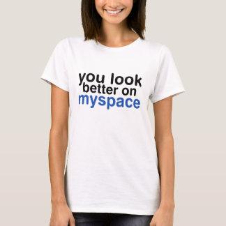 """""""一見よりよい""""の-スタイル003を大声で考えること Tシャツ"""