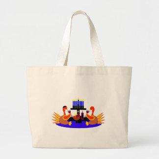 七面鳥を焼くThanksgivukkahのワイン ラージトートバッグ