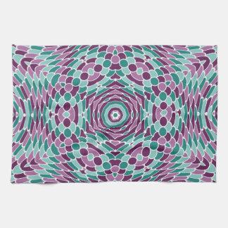 万華鏡のように千変万化するパターンのデザインの紫色および緑のスケール キッチンタオル