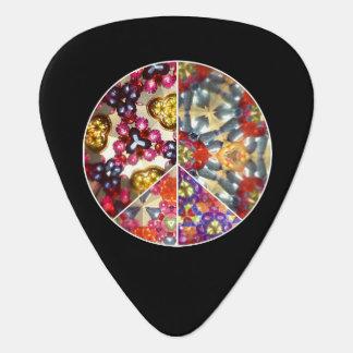 万華鏡のように千変万化するパターンのピースサインのギターピック ギターピック
