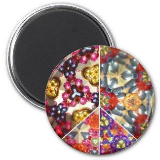 万華鏡のように千変万化するパターンのピースサインの磁石 マグネット