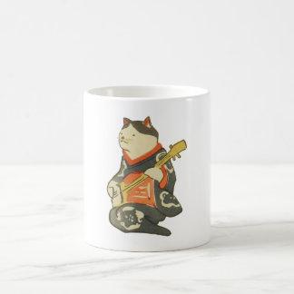 三味線を弾く猫、ギター、Kuniyoshiの浮世絵を演奏している国芳猫 コーヒーマグカップ