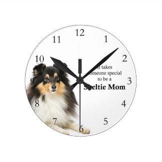 三色のシェットランド・シープドッグのお母さんの時計 ラウンド壁時計