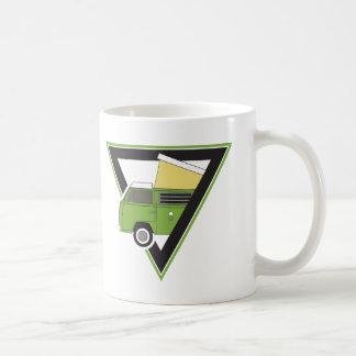 三角形のクラシックな緑のキャンピングカーバン コーヒーマグカップ