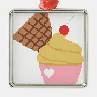 上のさくらんぼが付いているカップケーキ メタルオーナメント