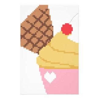 上のさくらんぼが付いているカップケーキ 便箋