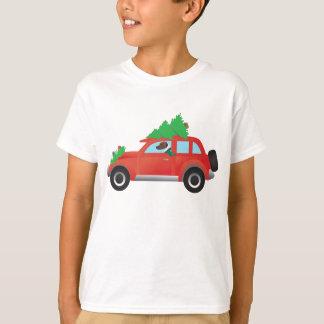 上の木が付いている車を運転するハリアーかビーグル犬 Tシャツ