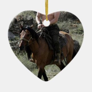 上半身裸のPutinは馬に乗ります セラミックオーナメント