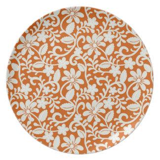 上品な花のダマスク織によって燃やされるオレンジパターン プレート