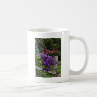 上昇の紫色クレマチス コーヒーマグカップ