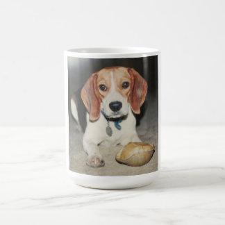 上部のカメのマグを持つ非常にかわいいビーグル犬犬 コーヒーマグカップ