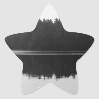 上部のSaranac湖のAdirondackの島の写真 星シール