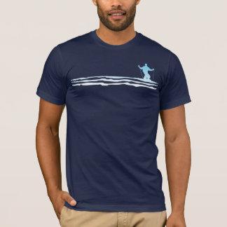下り坂のスキーは縞で飾ります Tシャツ