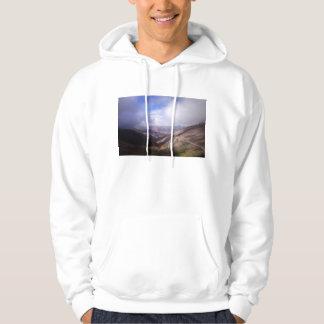 下層雲が付いているSalta山の蛇紋岩の道 パーカ