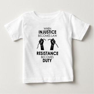 不公平不公平ベビーのジャージーのTシャツ ベビーTシャツ