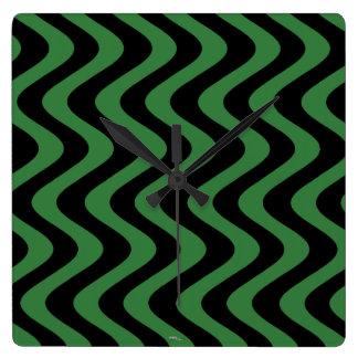不安定な波(緑か黒) スクエア壁時計