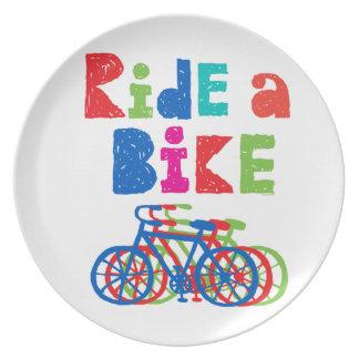 不完全なバイクに-メラミンプレート乗って下さい プレート