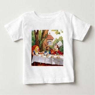 不思議の国のアリスそして帽子屋のお茶会 ベビーTシャツ