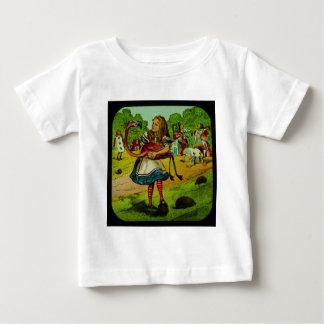 不思議の国のフラミンゴのCroquetのアリス ベビーTシャツ