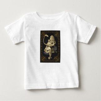 不思議の国のワイシャツアリスおよびフラミンゴのアリス ベビーTシャツ