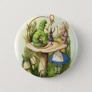 不思議の国の幼虫ボタンのアリス 5.7CM 丸型バッジ