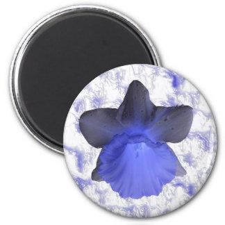不機嫌で青い点滴注入のラッパスイセンの磁石 マグネット