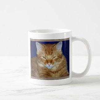 不機嫌なオレンジメインのあらいぐまのコーヒー・マグ コーヒーマグカップ