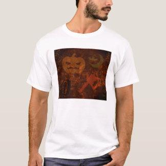 不気味な背景のハロウィンの恐怖 Tシャツ