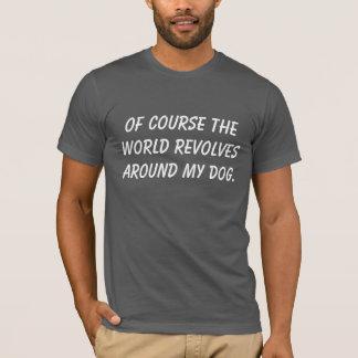 世界が私の犬のまわりで回転させるTシャツ Tシャツ