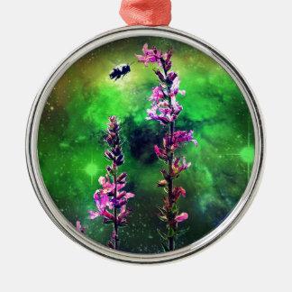世界に対するピンクの花及び蜂 メタルオーナメント