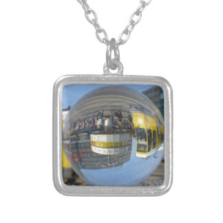 世界のタイムレコーダー、アレックス、ベルリンのクリスタル・ボール シルバープレートネックレス