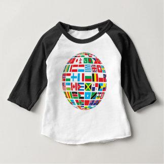 世界の国旗の地球 ベビーTシャツ
