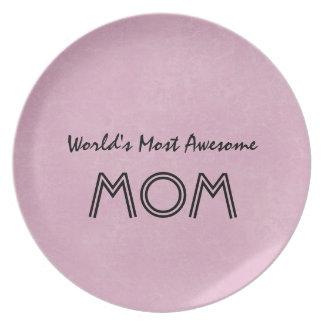 世界の最も素晴らしいお母さんのピンクの背景のギフト項目 プレート
