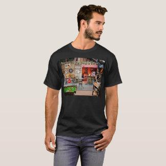 世界の花婿介添人の小屋 Tシャツ