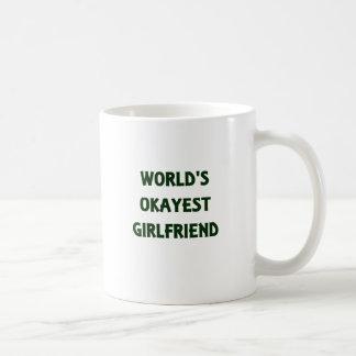 世界のOkayestのガールフレンド コーヒーマグカップ