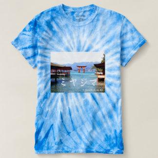 世界遺産宮島厳島神社での一枚の~のカタカナ文字入り Tシャツ