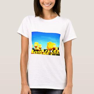 世羅高原農場でのチューリップ畑☆イエローのチューリップに青い空☆ Tシャツ