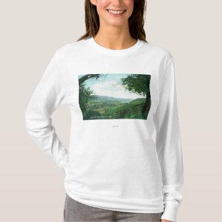 丘からの都市の空中写真 Tシャツ