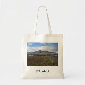 丘の写真が付いているトートバック(アイスランドで) トートバッグ