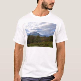 丘はサンタDomenica Talaoに近づきます Tシャツ