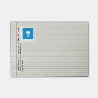 並べられたノートの紙のクリエイティブの記憶 ポストイット