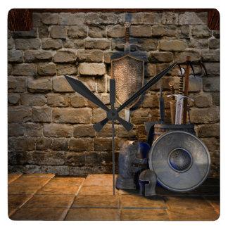 中世兵器類の柱時計 スクエア壁時計
