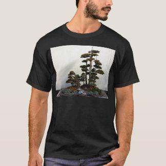 中国のな杜松の盆栽の木 Tシャツ