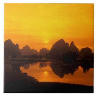 中国。 カラフルな中国。 李の美しい川 タイル