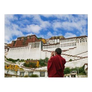 中国、チベット、ラサのPotalaのチベットの修道士 ポストカード
